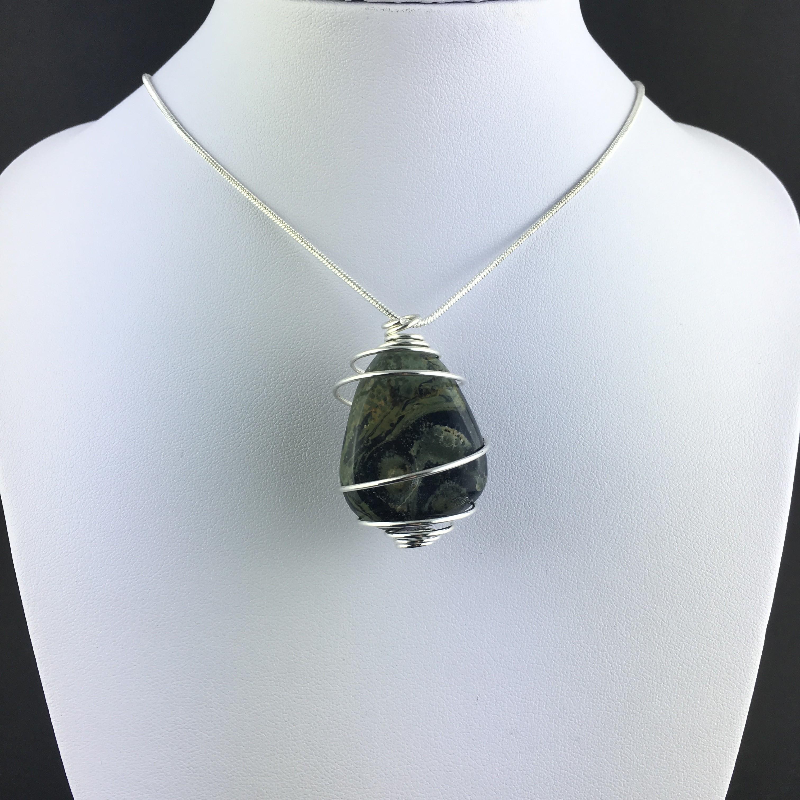 Unique lovely aventurine obelisk gemstone pendant silver plated necklace