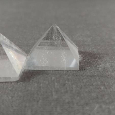 PYRAMID Hyaline Quartz Rock CRYSTAL PURE Point MINERALS Crystal Healing-5